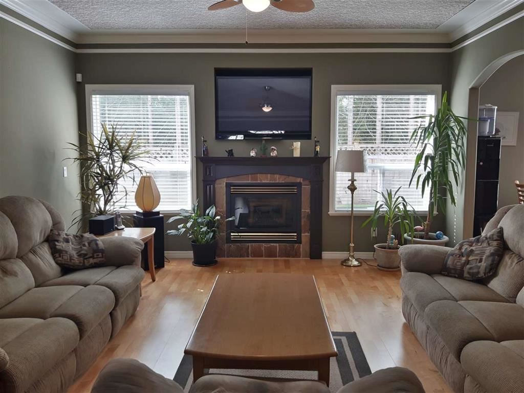 For Sale: 11007 237b Street, Maple Ridge, BC | 6 Bed, 5 Bath House for $998,800. See 20 photos!