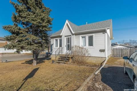 House for sale at 1102 Dewdney Ave E Regina Saskatchewan - MLS: SK801526