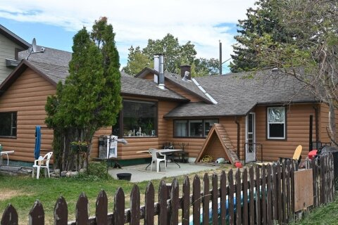 House for sale at 1104 Coleman Ave Pincher Creek Alberta - MLS: A1030896