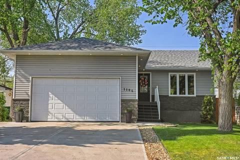 House for sale at 1104 Hochelaga St W Moose Jaw Saskatchewan - MLS: SK785335