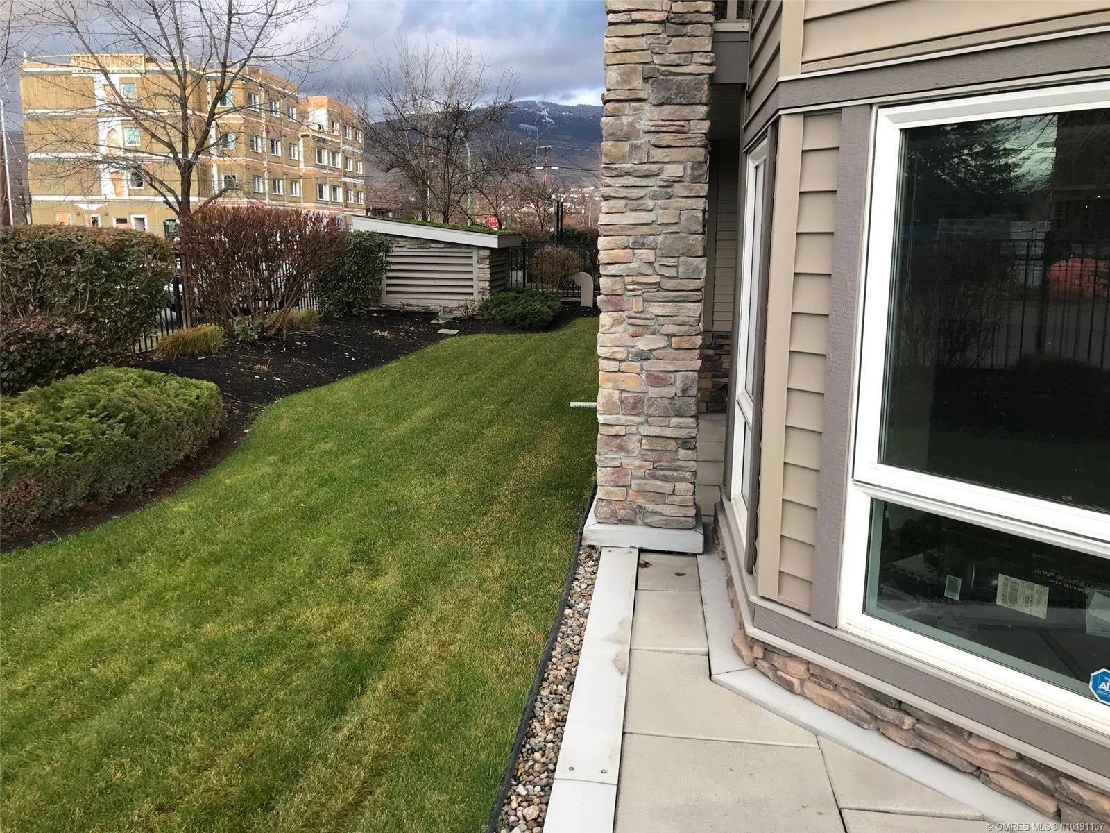 Condo for sale at 325 Mcintosh Rd Unit 1106 Kelowna British Columbia - MLS: 10191107