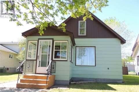House for sale at 1106 3rd St Estevan Saskatchewan - MLS: SK809972
