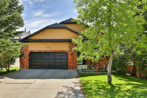 House for sale at 111 Edforth Pl NW Calgary Alberta - MLS: C4280432