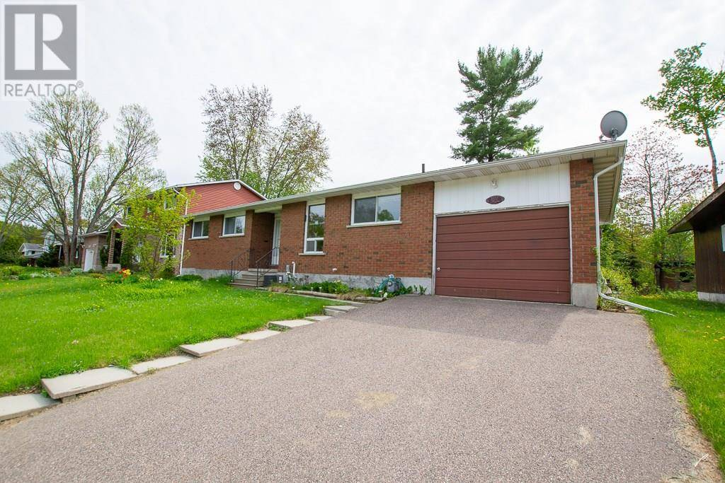 House for sale at 111 Frontenac Cres Deep River Ontario - MLS: 1176796
