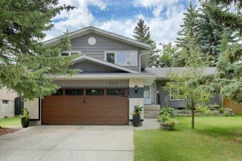 House for sale at 111 Oakfern Wy SW Calgary Alberta - MLS: A1011921