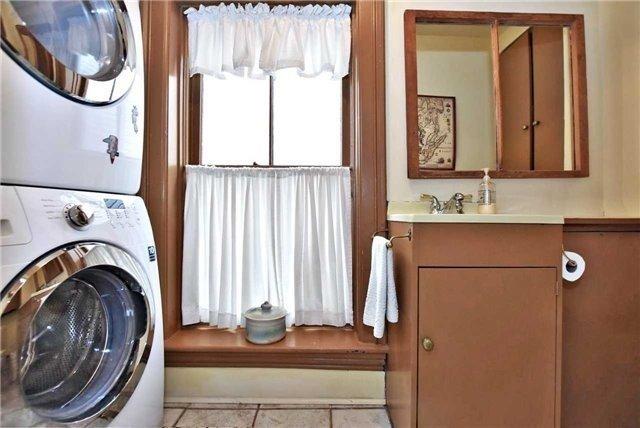 For Sale: 111 Richmond Street, Richmond Hill, ON   3 Bed, 4 Bath House for $1,399,000. See 20 photos!