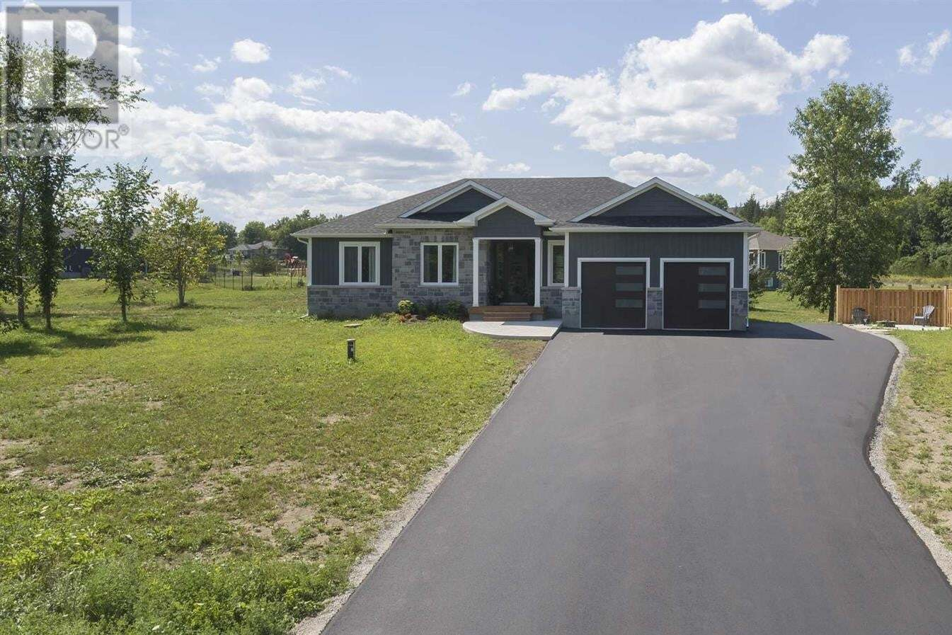 House for sale at 1110 Kona Cres South Frontenac Ontario - MLS: K20005556
