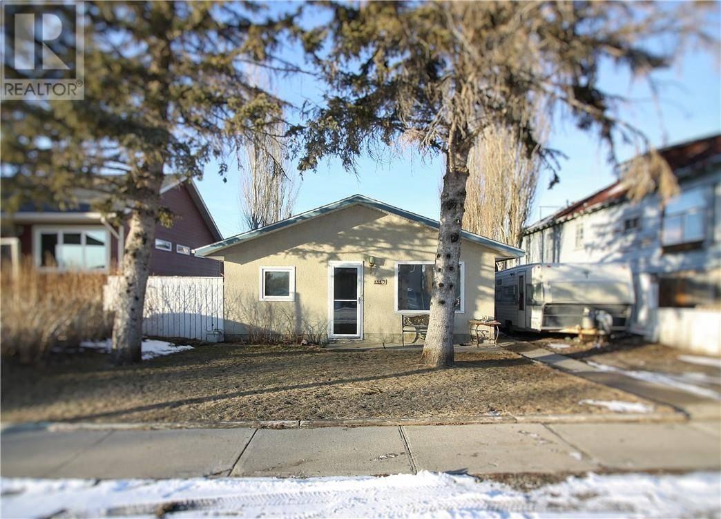 House for sale at 1113 42 Ave N Lethbridge Alberta - MLS: ld0189362