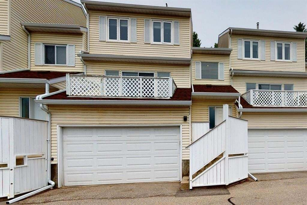 Townhouse for sale at 112 Edgedale Gdns Northwest Calgary Alberta - MLS: A1011013
