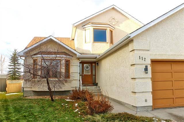 House for sale at 112 Hawktree Cs Northwest Calgary Alberta - MLS: C4256458