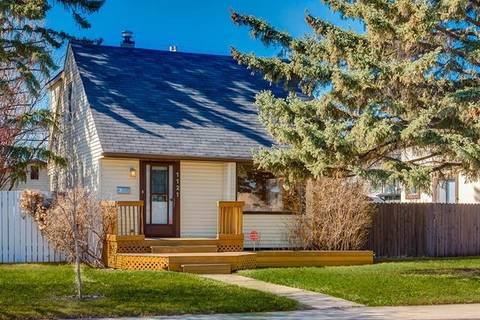 House for sale at 1121 Regal Cres Northeast Calgary Alberta - MLS: C4241176