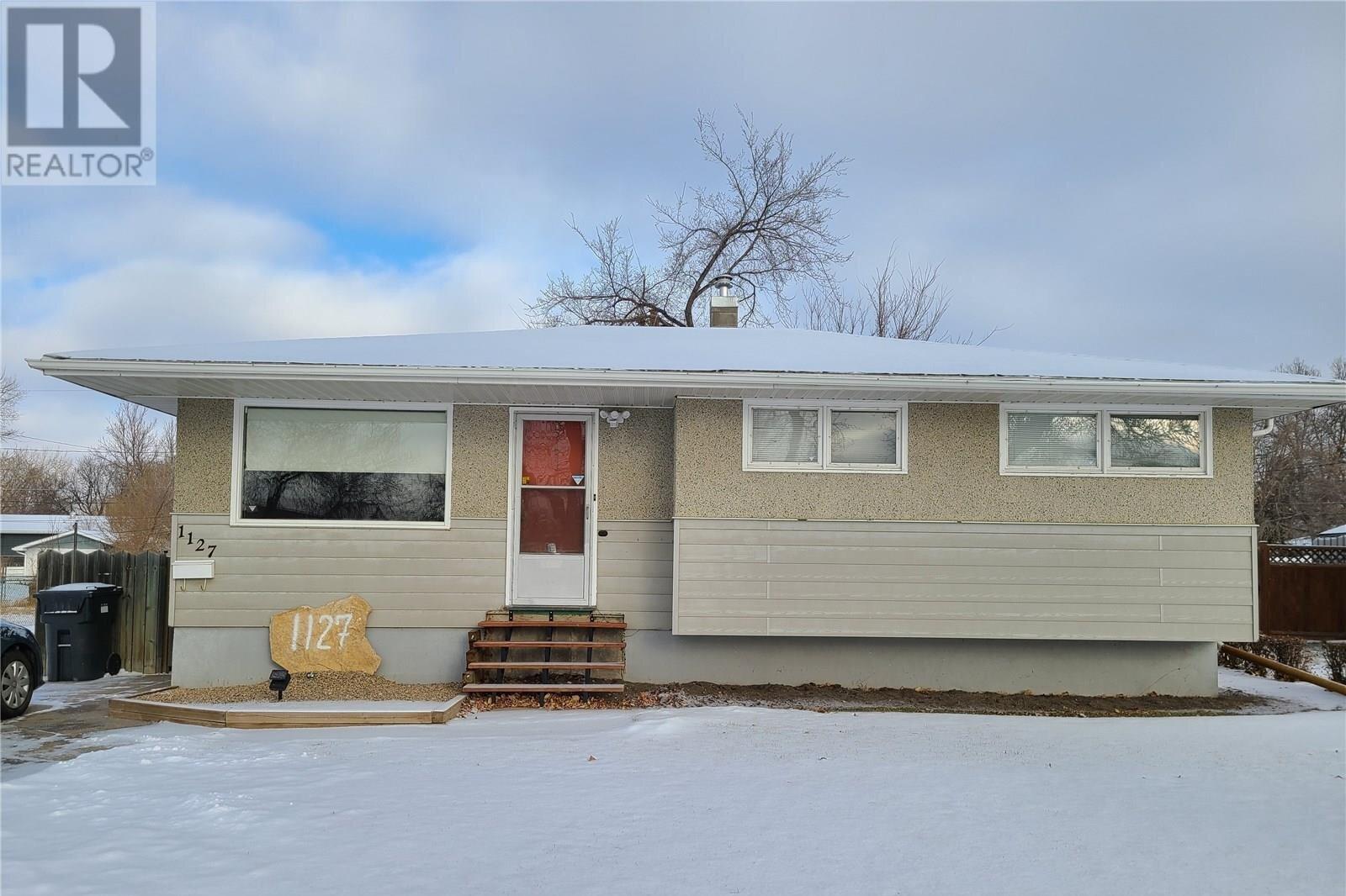 House for sale at 1127 Bison Ave Weyburn Saskatchewan - MLS: SK834207