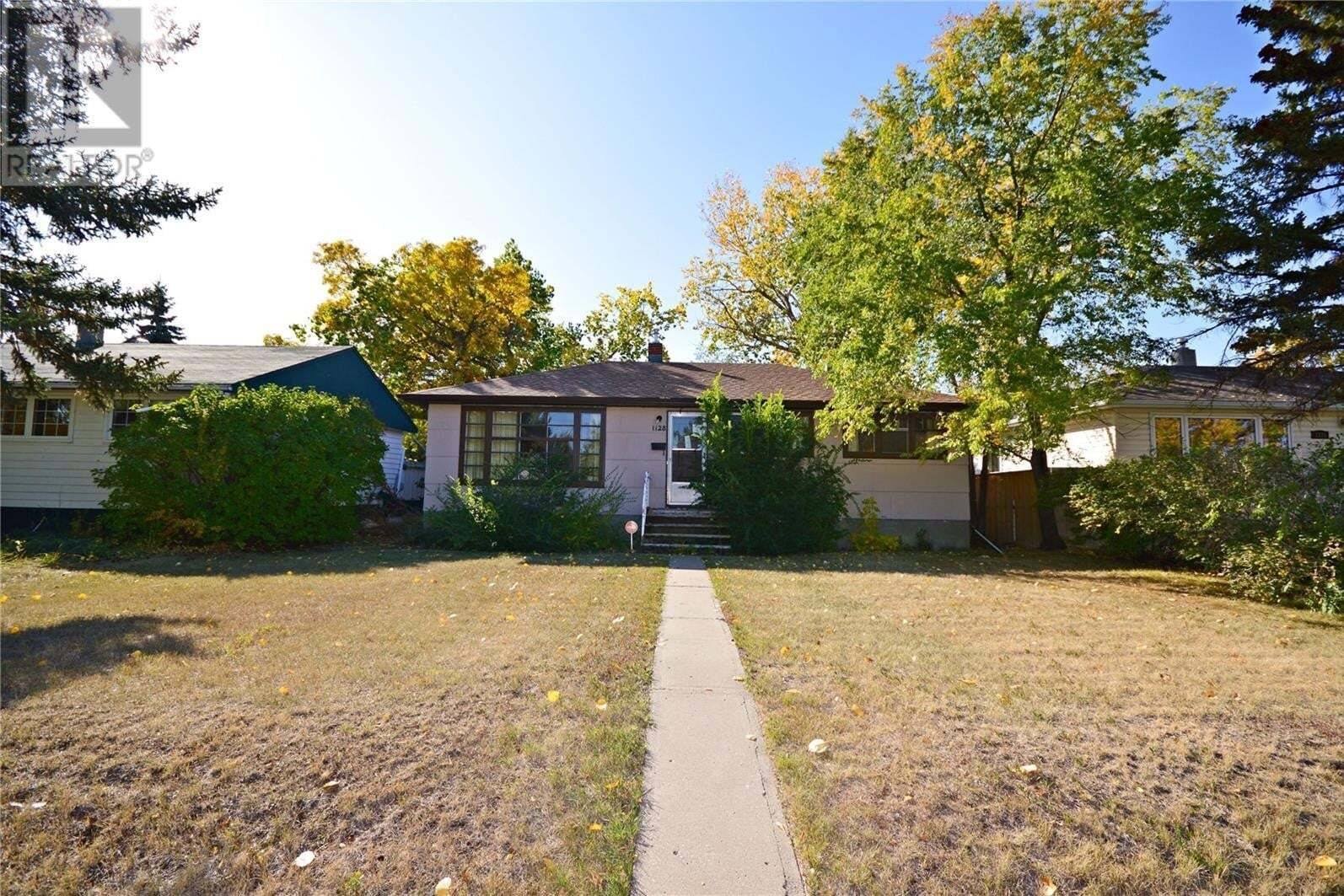 House for sale at 1128 8th Ave NW Moose Jaw Saskatchewan - MLS: SK827554