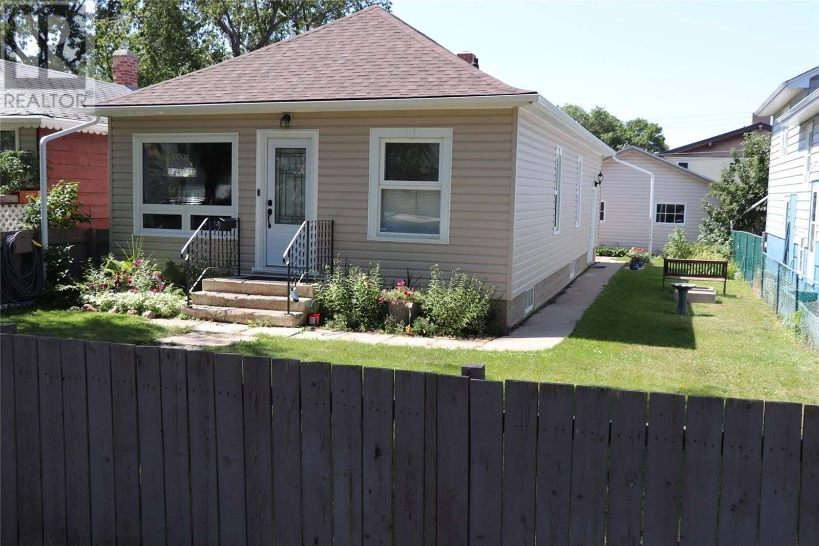 House for sale at 1131 H Ave N Saskatoon Saskatchewan - MLS: SK819125