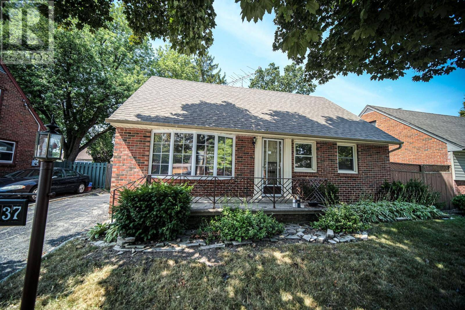 House for sale at 1137 Reedmere  Windsor Ontario - MLS: 19023571