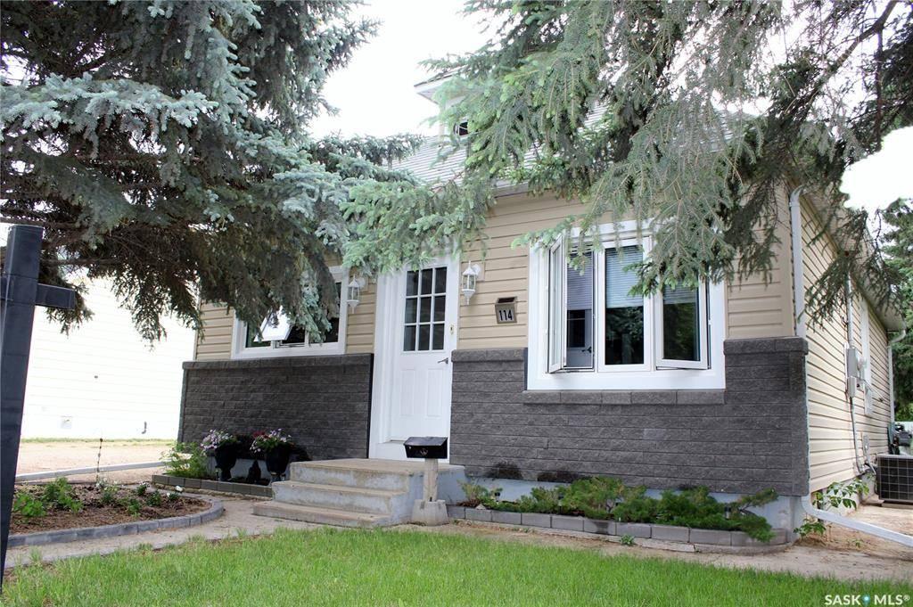 114 6th Street NE, Weyburn — For Sale @ $219,000   Zolo.ca