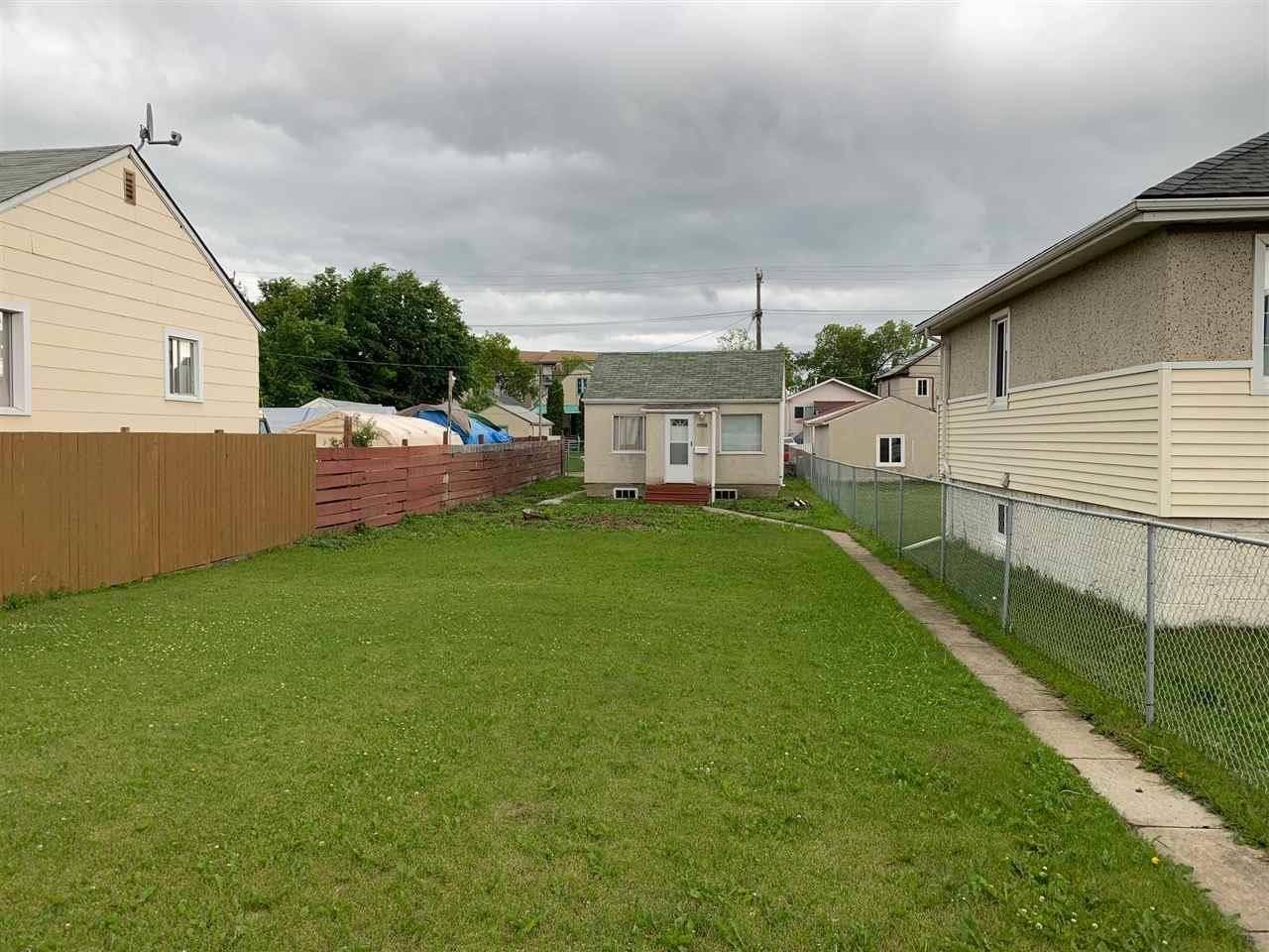 11433 82 Street Nw, Edmonton | Image 2