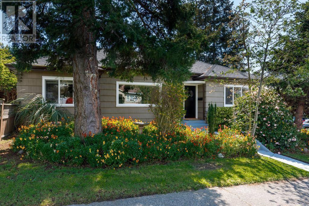 House for sale at 1145 Vista Ht Victoria British Columbia - MLS: 424497