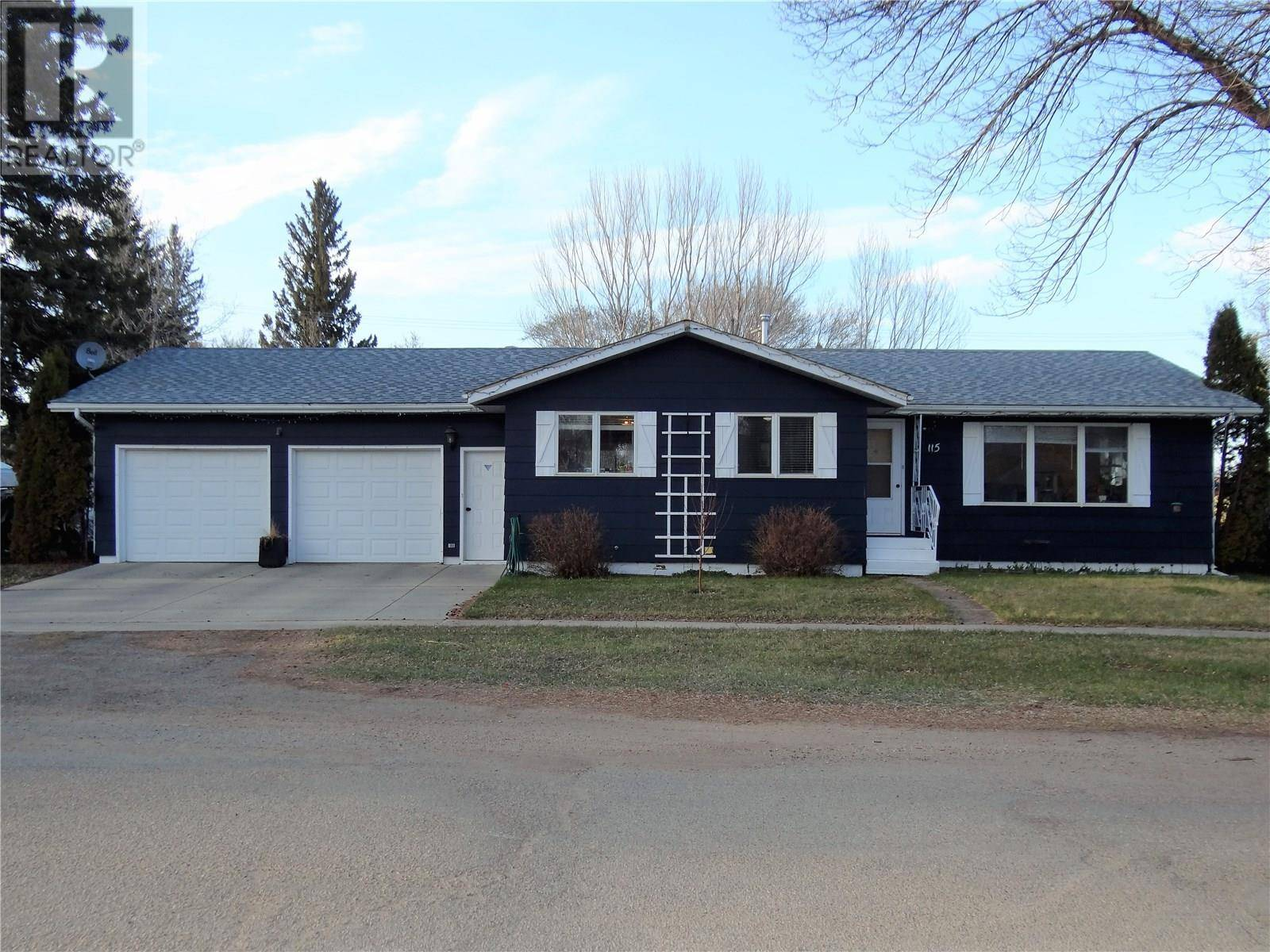 House for sale at 115 1st St E Langham Saskatchewan - MLS: SK771008