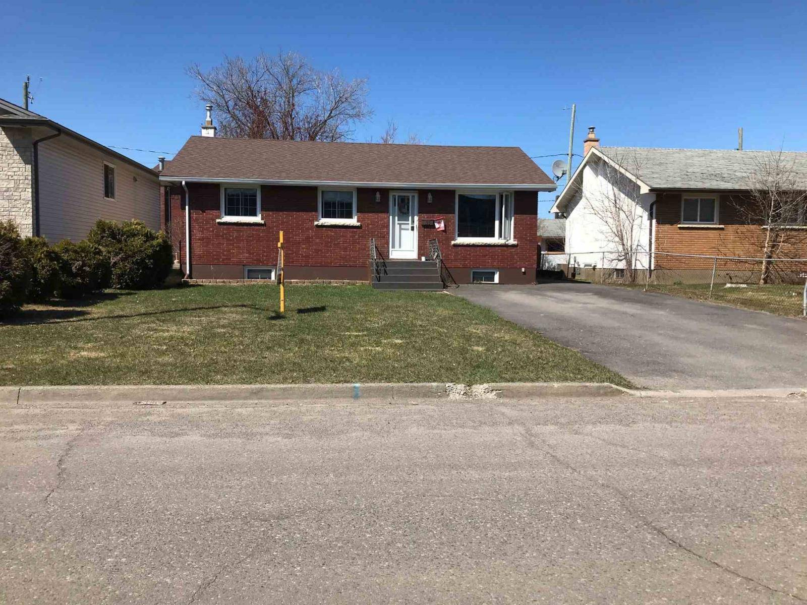 House for sale at 115 Begin St W Thunder Bay Ontario - MLS: TB200299