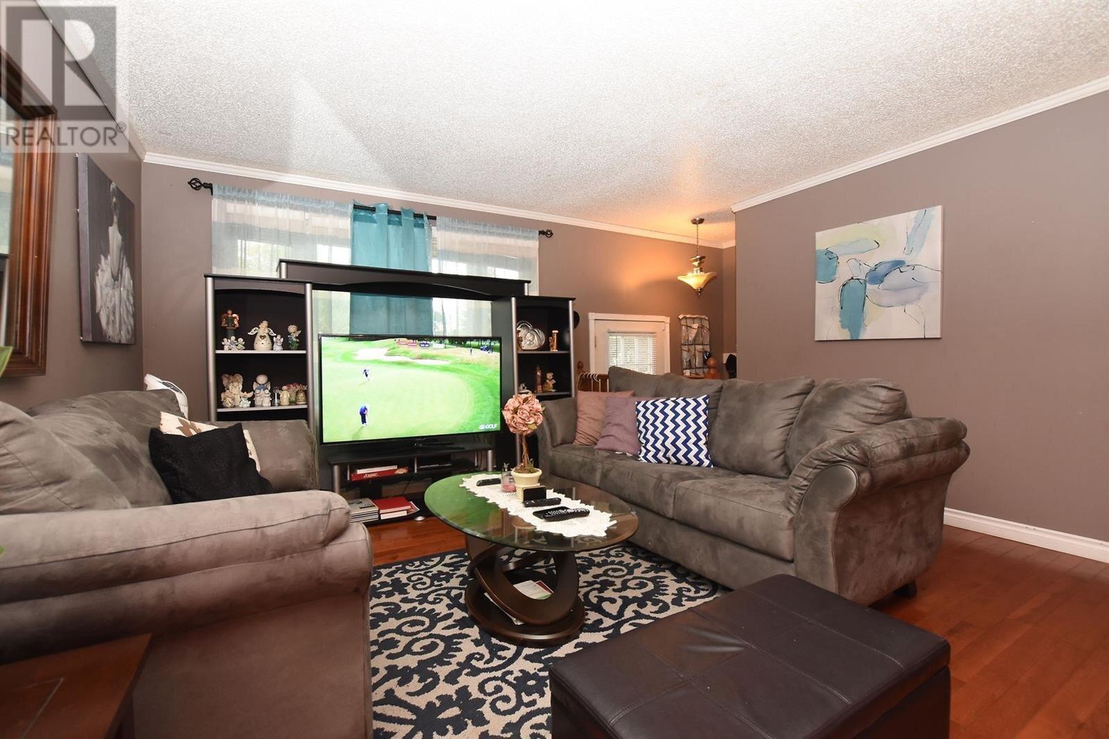 House for sale at 115 Hatton Cres Regina Saskatchewan - MLS: SK825781