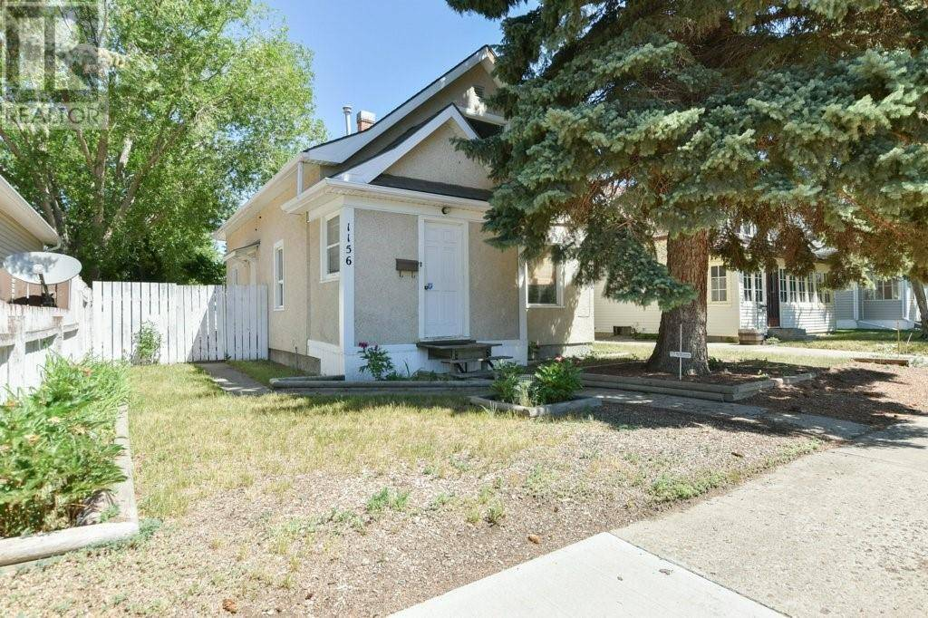 House for sale at 1156 Yuill St Se Medicine Hat Alberta - MLS: mh0188614