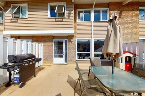 Townhouse for sale at 116 Silver Crest Dr NW Calgary Alberta - MLS: A1043293