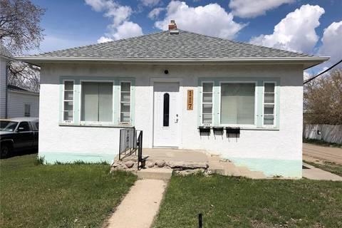House for sale at 117 2nd Ave SE Weyburn Saskatchewan - MLS: SK799351