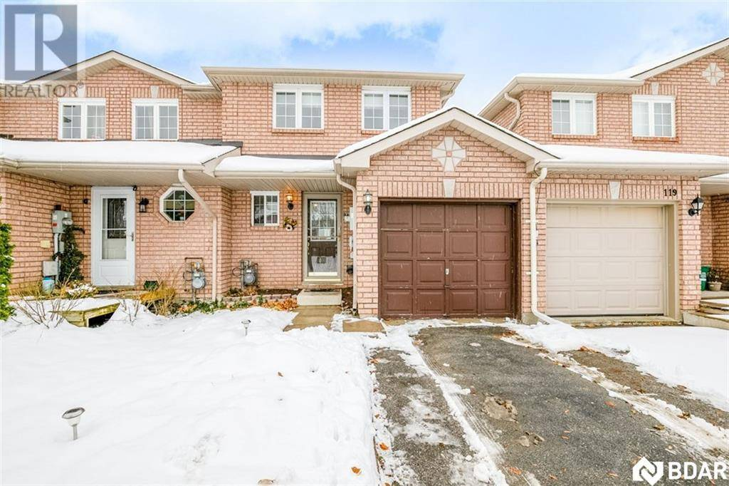 Townhouse for sale at 117 Lee Cres Barrie Ontario - MLS: 30778769