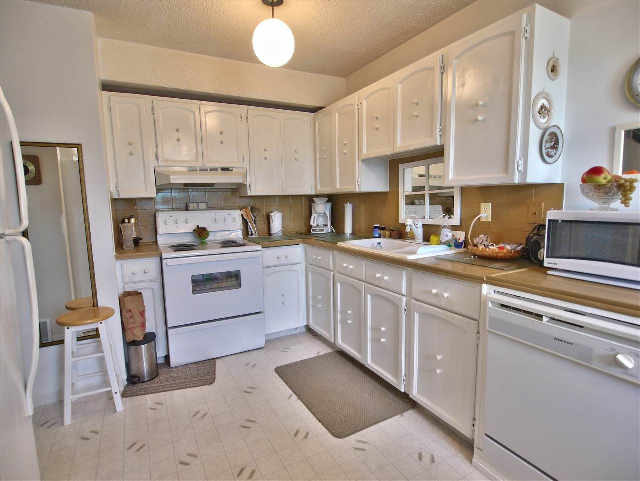 For Sale: 1175 Hooke Road, Edmonton, AB   3 Bed, 1 Bath Condo for $157,500. See 14 photos!
