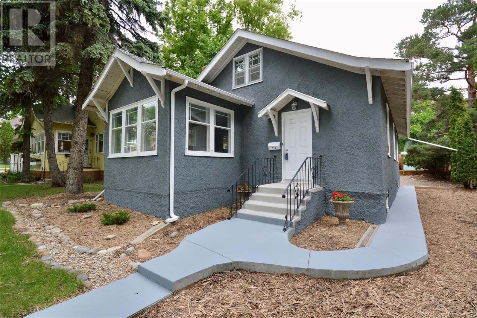 House for sale at 118 29th St W Saskatoon Saskatchewan - MLS: SK811175