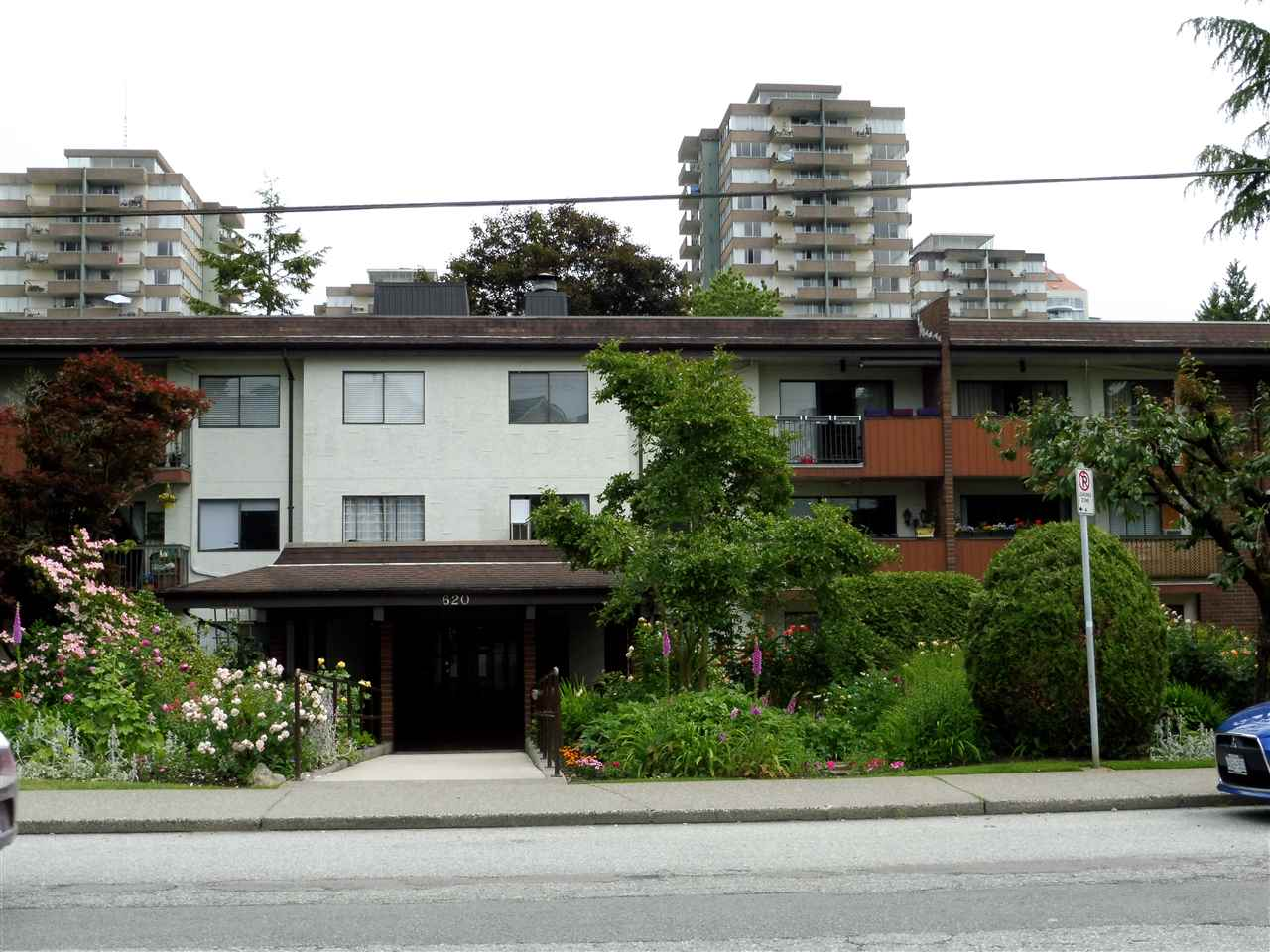 Sold: 118 - 620 Eighth Avenue, New Westminster, BC