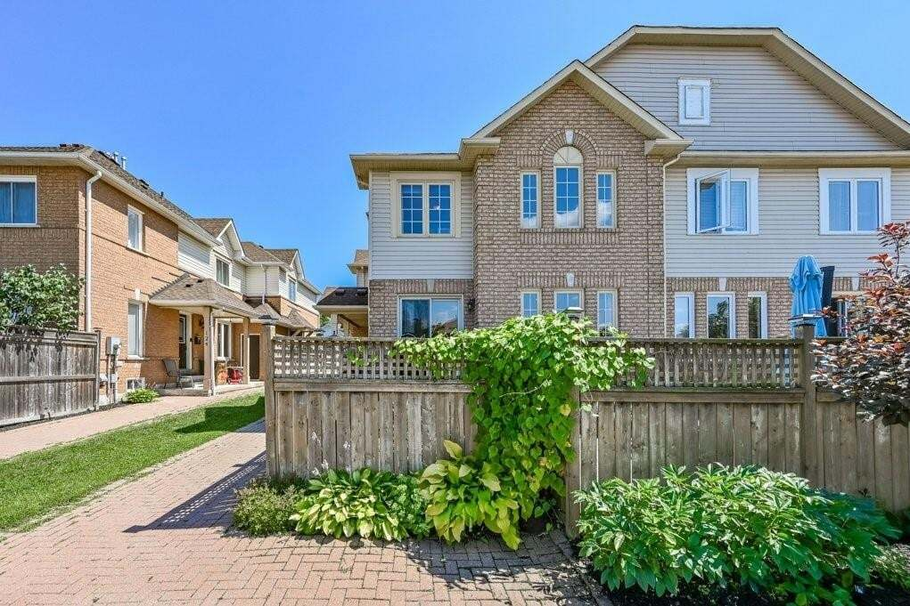 Townhouse for sale at 118 Rockhaven Ln Waterdown Ontario - MLS: H4084488