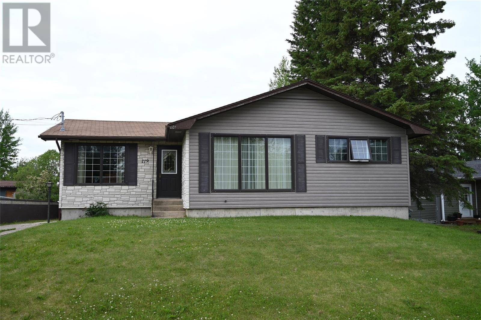 House for sale at 119 Macauley St La Ronge Saskatchewan - MLS: SK777917