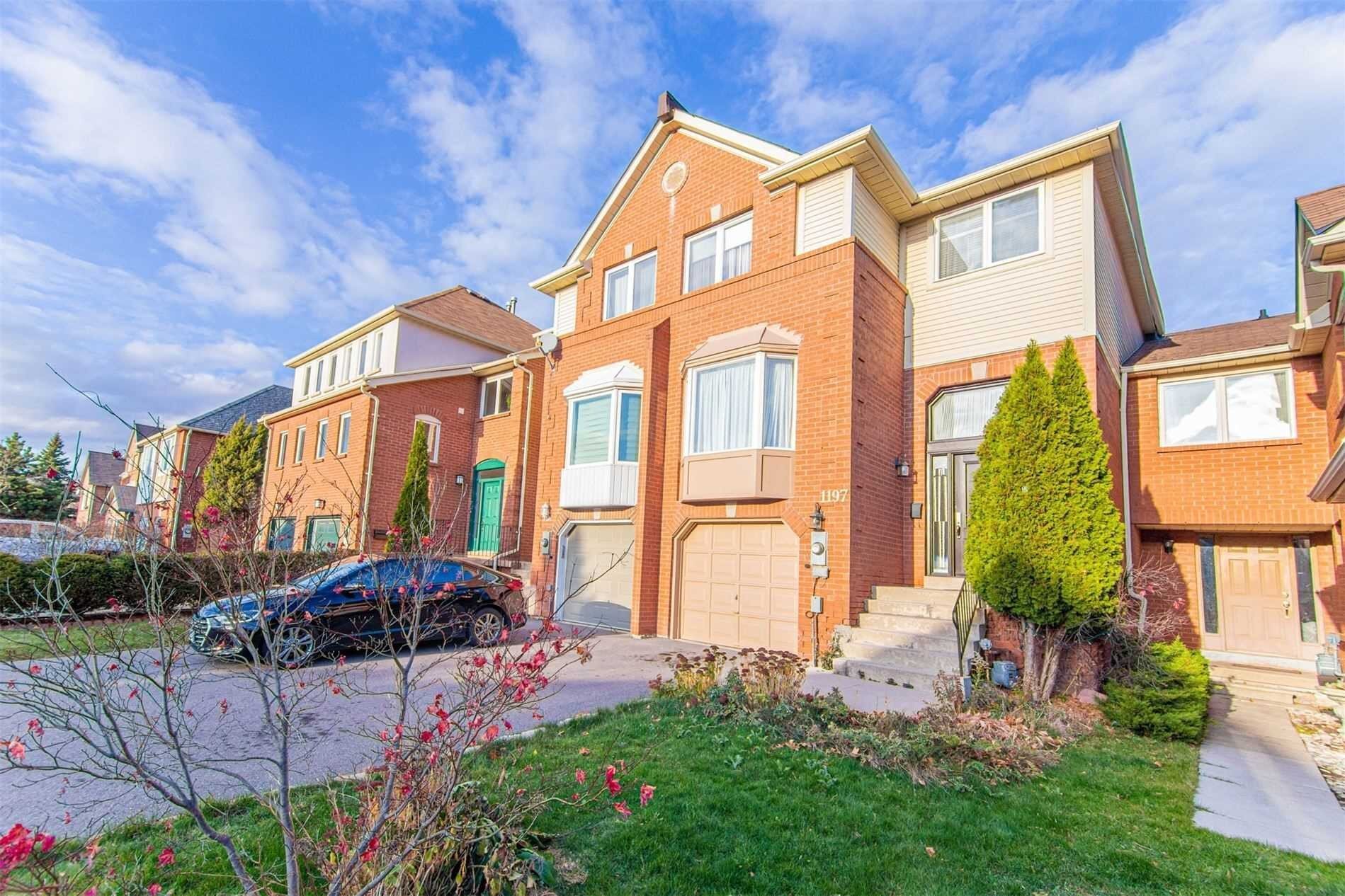 Townhouse for sale at 1197 Leewood Dr Oakville Ontario - MLS: W4964705