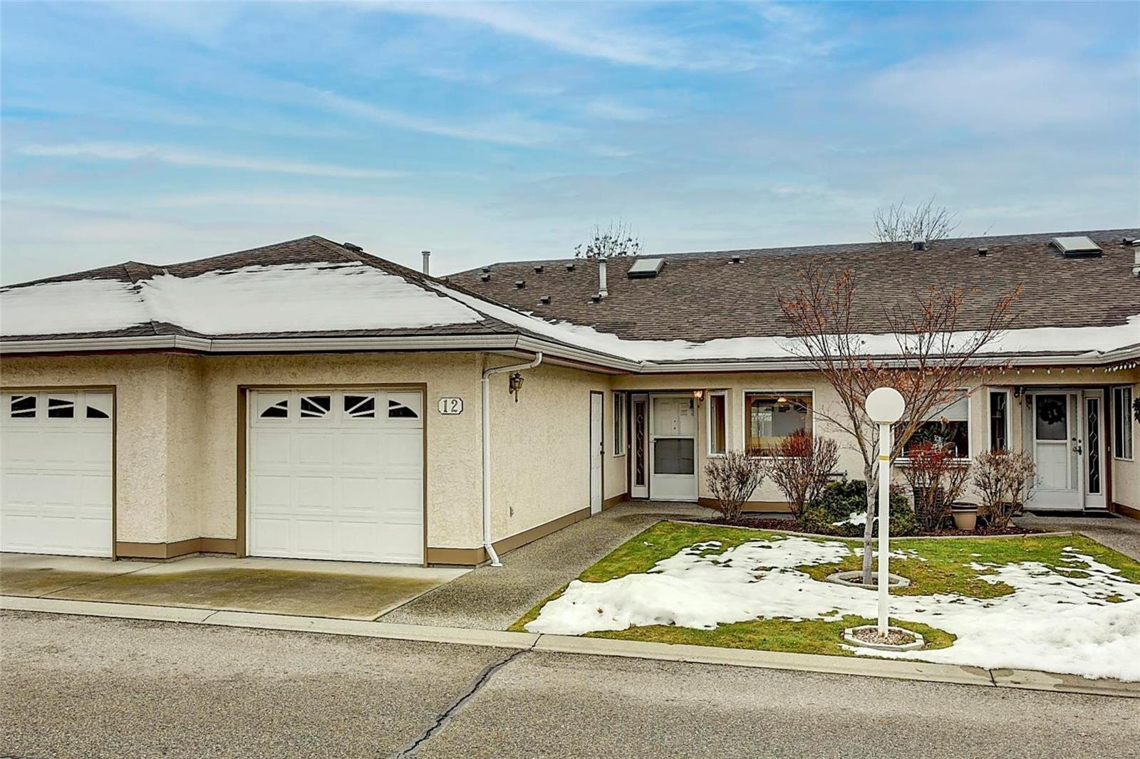 Townhouse for sale at 1874 Parkview Cres Unit 12 Kelowna British Columbia - MLS: 10221590
