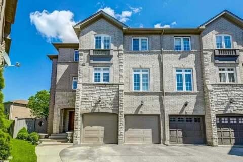 Townhouse for sale at 12 Burgon Pl Aurora Ontario - MLS: N4770402