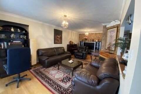 Townhouse for rent at 12 Fairglen Ave Toronto Ontario - MLS: E4818980