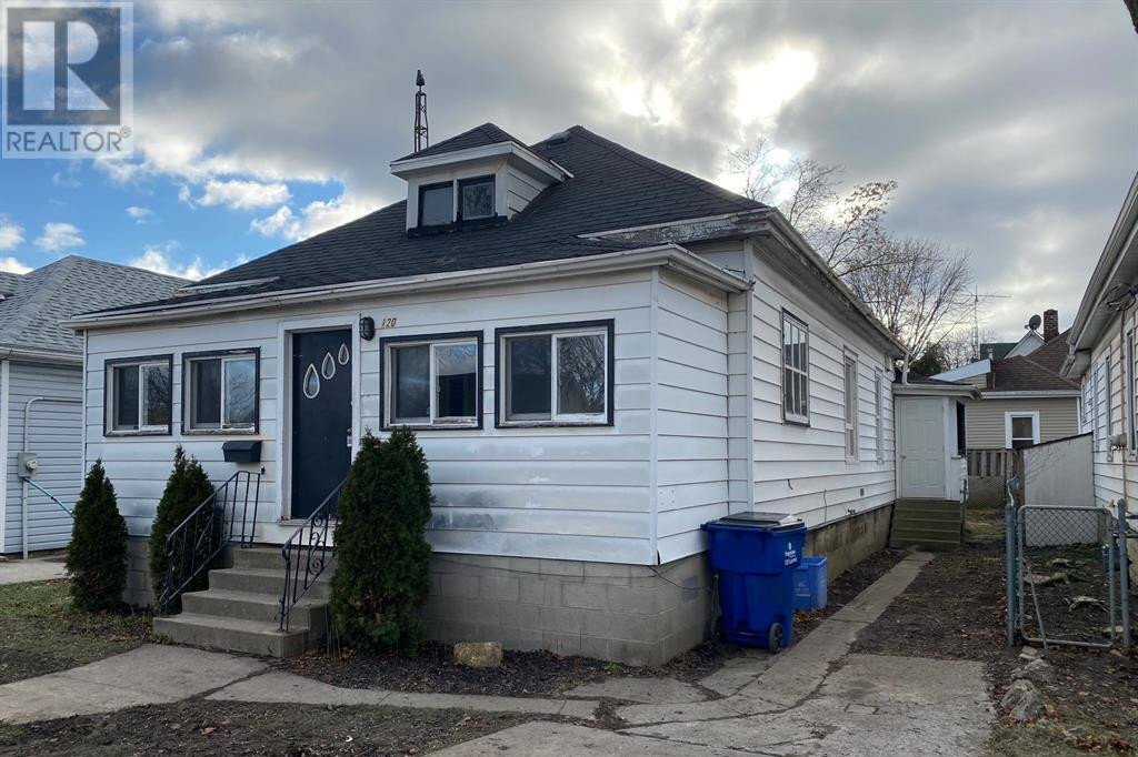 House for sale at 120 Lacroix St Chatham Ontario - MLS: 21000218