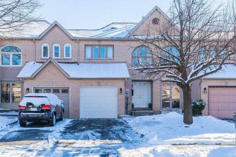 Townhouse for sale at 120 Richwood Cres Brampton Ontario - MLS: W5055385