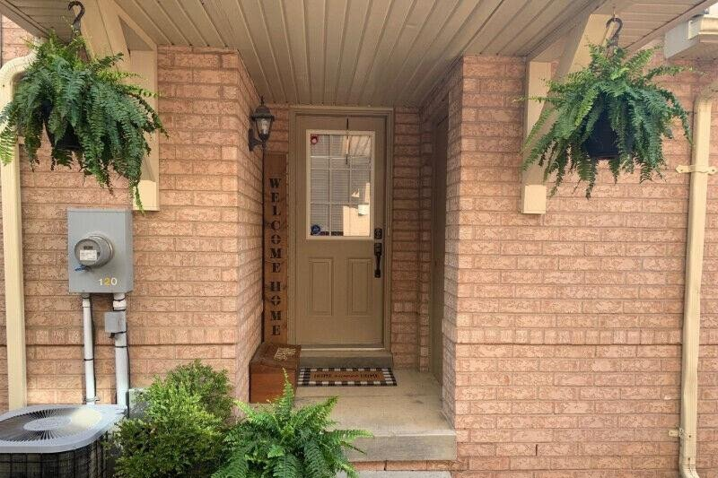Townhouse for rent at 120 Rockhaven Ln Waterdown Ontario - MLS: H4093696