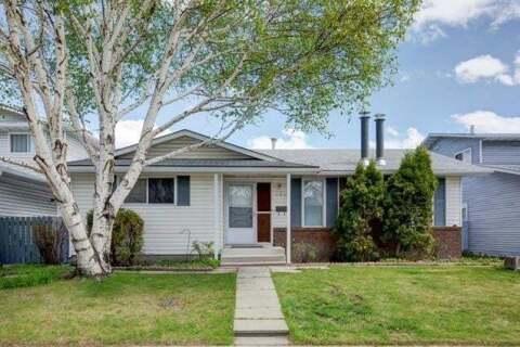 House for sale at 120 Rundleridge Wy Northeast Calgary Alberta - MLS: C4297352
