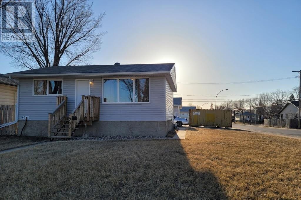 House for sale at 1200 Lindsay St Regina Saskatchewan - MLS: SK828162
