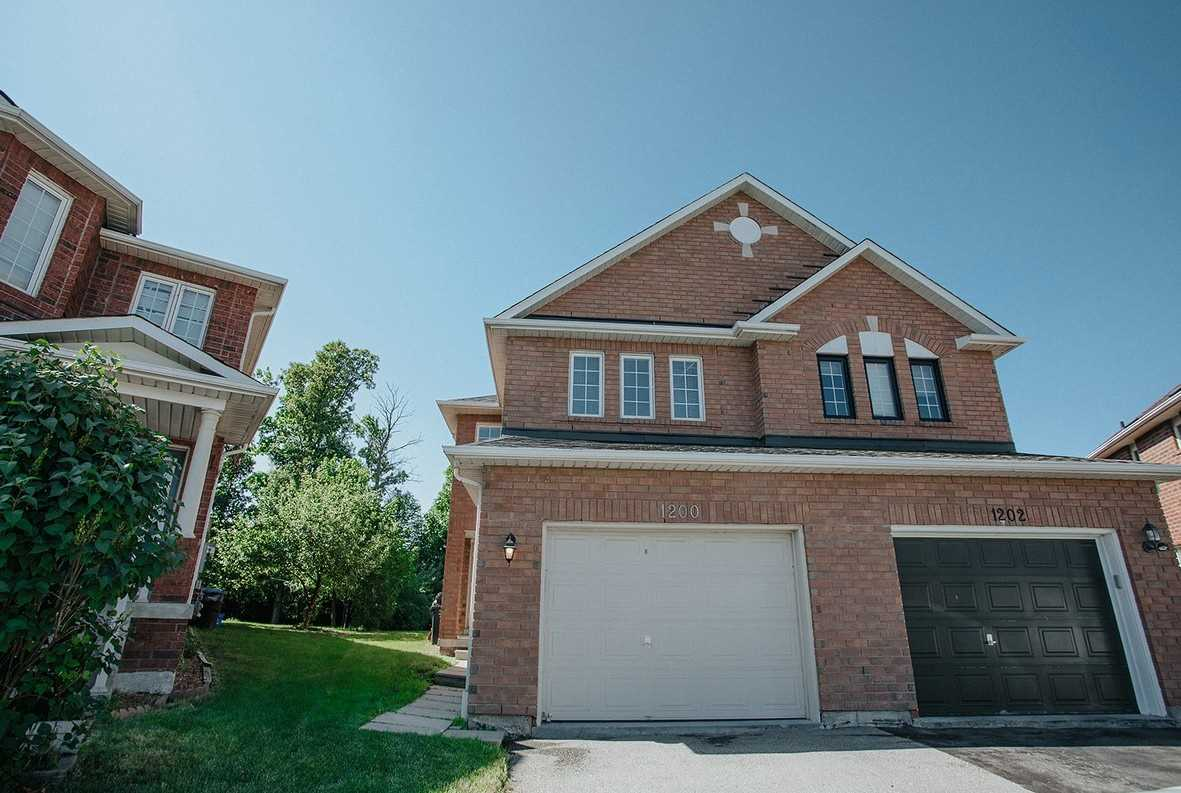 For Sale: 1200 Windbrook Grve, Mississauga, ON   4 Bed, 3 Bath Townhouse for $799999.00. See 20 photos!