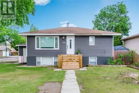 House for sale at 1202 N Ave S Saskatoon Saskatchewan - MLS: SK777894