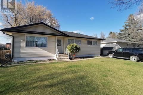 House for sale at 1206 Carleton St Moose Jaw Saskatchewan - MLS: SK769110
