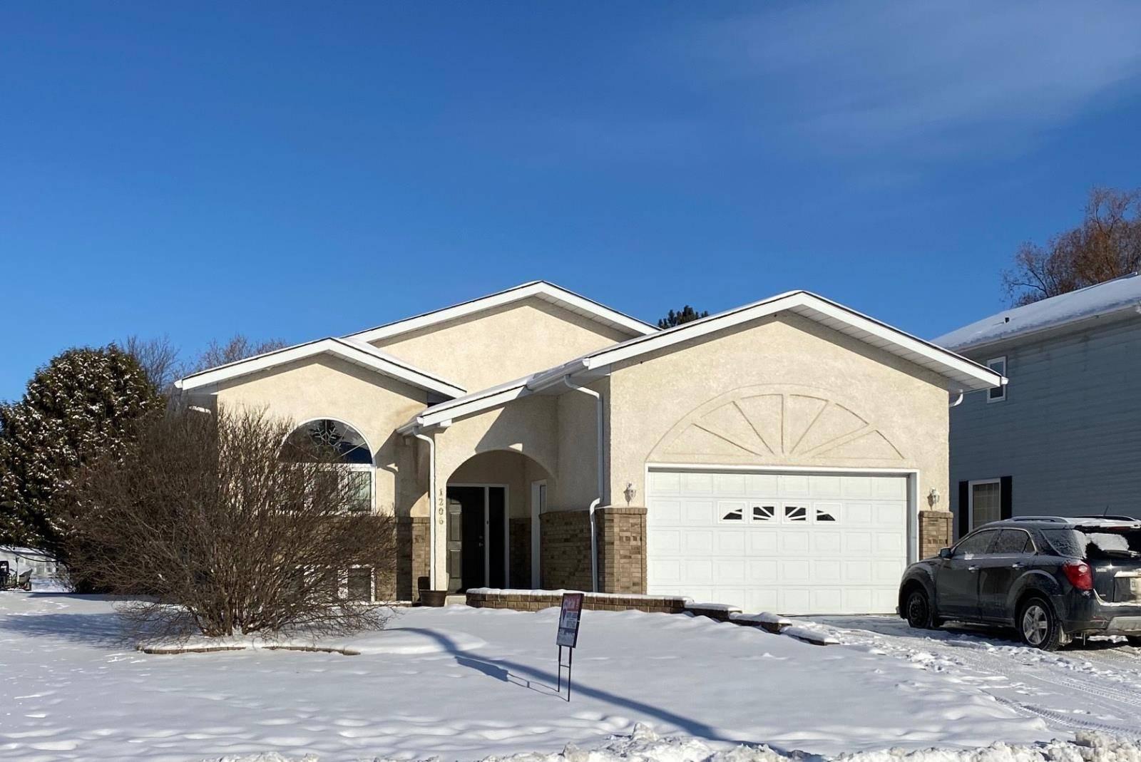 House for sale at 1206 Elizabeth St E Fort Frances Ontario - MLS: TB193077