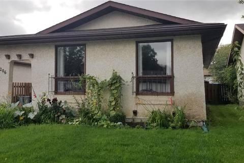 House for sale at 1206 Graham Rd Regina Saskatchewan - MLS: SK796373
