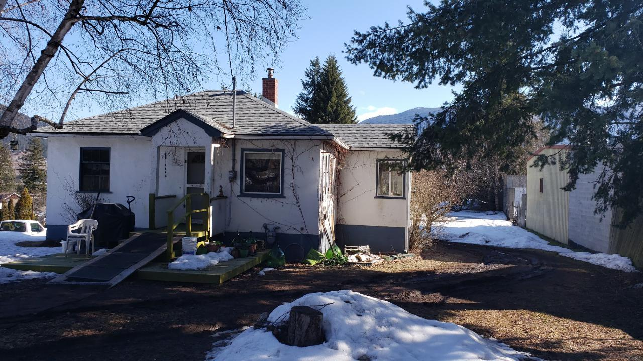 Removed: 1207 Columbia Avenue, North Castlegar,  - Removed on 2020-03-28 06:33:11