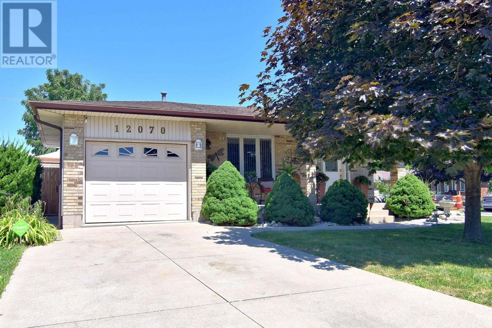House for sale at 12070 Dillon  Tecumseh Ontario - MLS: 20009977
